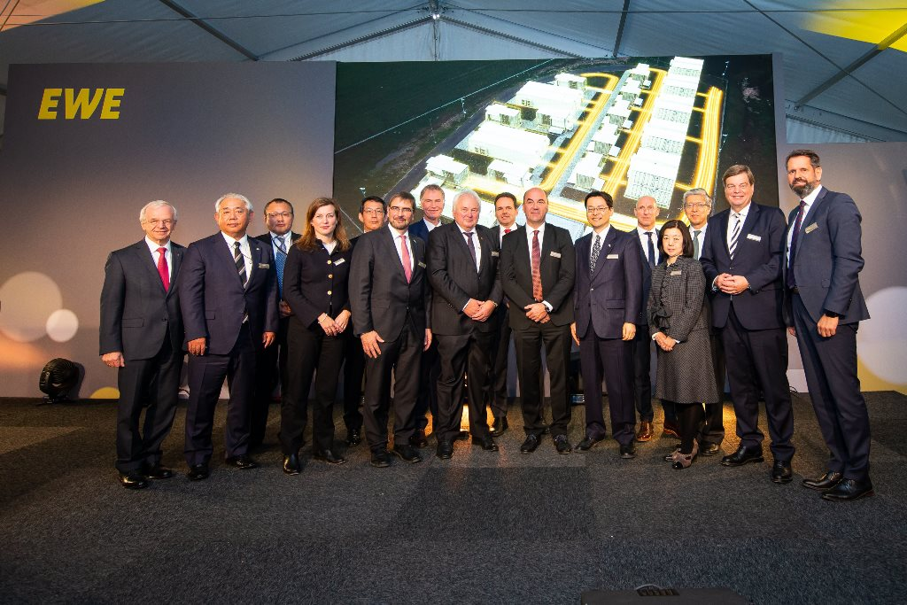 Japanische und deutsche Projektpartner wollen neuartigen Speicher unter idealen Energiewende-Rahmenbedingungen erproben.