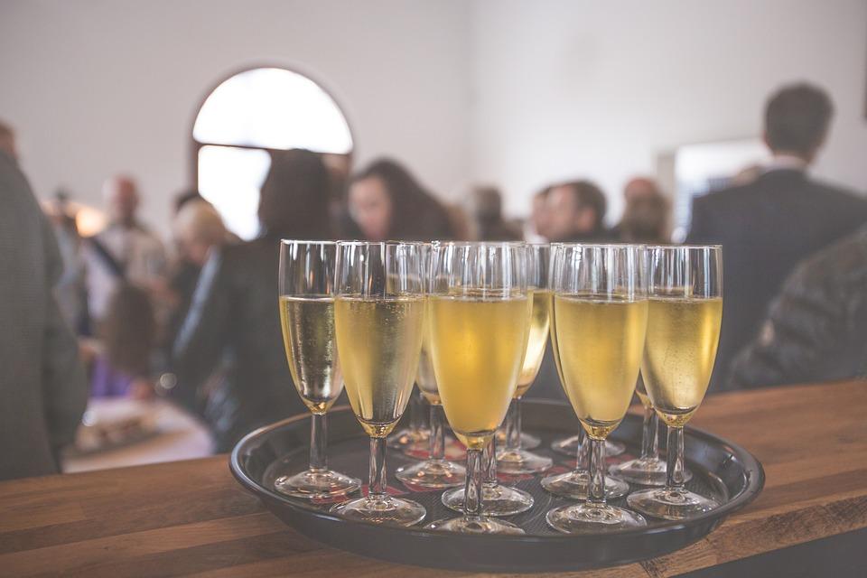 Eine Win-Win-Situation für Gastronomen und Restaurantbesitzer, die Räumlichkeiten und Service anbieten sowie für Nutzer, die auf der Suche nach geeigneten Räumen für Events und Festivitäten sind.