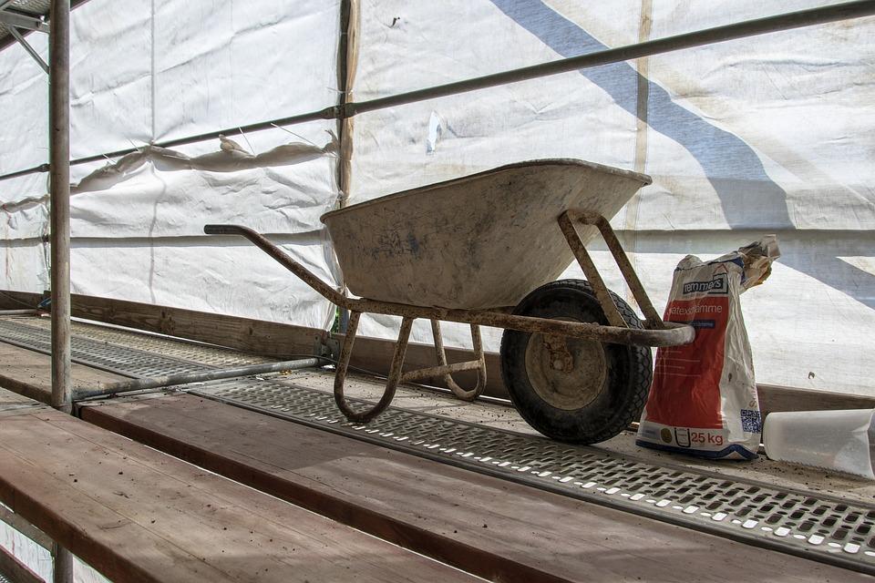 Für kleine und mittelständische Unternehmen kann ein Sandstrahlgerät jedoch eine lukrative Anschaffung sein. Anderen Oberflächenbearbeitungsmethoden hat das Sandstrahlen einiges voraus.