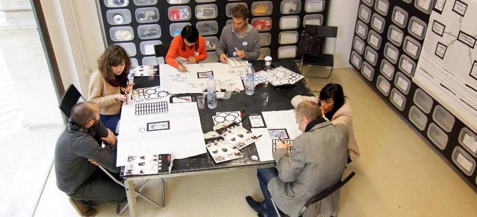 Beim Design Thinking ist es Ihnen möglich, Fehler oder notwendige Optimierungen frühzeitig zu erkennen und den Prototypen daraufhin zu perfektionieren. Dies stellt einen echten Gewinn für den Innovationsprozess dar und spart Ihnen unter Umständen zugleich hohe Entwicklungskosten.