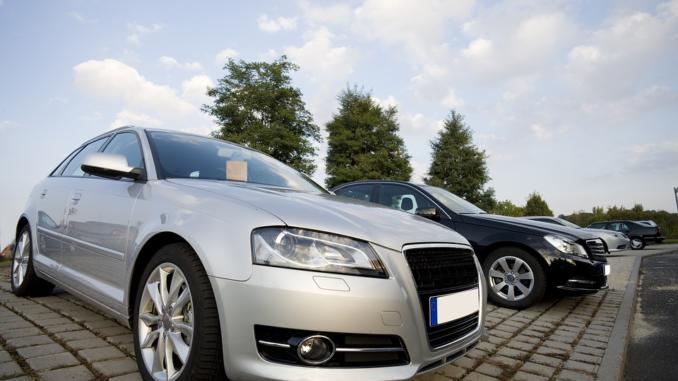Die Zahl der Online-Plattformen steigt dabei kontinuierlich an - der 80-Milliarden-Markt, den Gebrauchtwagen in Deutschland insgesamt darstellen und rund 7,3 Millionen Gebrauchtwagenverkäufe pro Jahr verlocken natürlich viele, zudem ist das Konzept hinter solchen Plattformen technisch auch nicht besonders anspruchsvoll oder kompliziert.