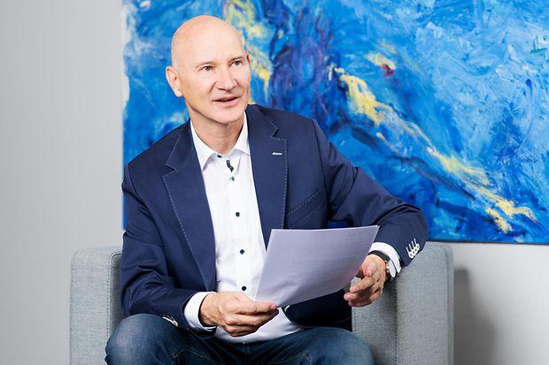 Dr. Thomas Hildebrandt (60)