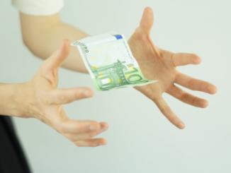 ünstige und zu Ihnen passende Darlehen ohne lange Wartezeit sind nur selten bei Ihrer Hausbank in Weser Ems zu finden. Wenn es schnell gehen und günstig sein soll, können Online Kredite eine bessere Lösung sein. Wichtig ist dabei, dass der Vergleich im Fokus steht und ein Angebot nicht allein nach seinem Zins ausgewählt wird.