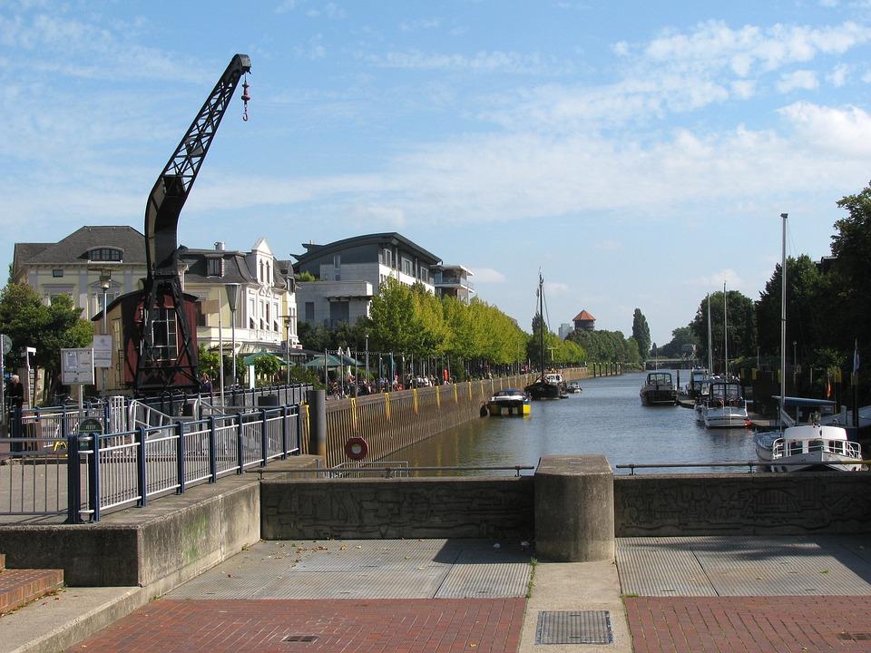 Oldenburg ist mit seiner Wohnqualität und den vielfältigen Angebot auch für Unternehmen ein attraktiver Wirtschaftsstandort. Fast 90% der hier angesiedelten Firmen würden sich wieder für Oldenburg als Standort entscheiden, wenn sie die Wahl hätten. Das ist ein absoluter Spitzenwert
