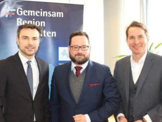 Diskutierten beim IHK-Mittagsgespräch über die Rolle von Unternehmen beim Klimaschutz: Alexander Bonde (Mitte), Generalsekretär der Deutschen Bundesstiftung Umwelt (DBU), mit IHK-Vizepräsident Mark Rauschen (links) und IHK-Hauptgeschäftsführer Marco Graf (rechts).