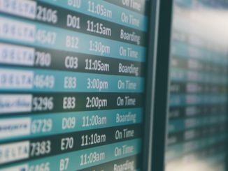 Lassen Sie sich die Flugverspätung in jedem Fall schriftlich - am besten schon am Flughafen - vom Fluganbieter bestätigen. Größere Fluggesellschaften sind routiniert und informieren Sie über Ihre Rechte als Flugreisender auf Geschäftsreise.