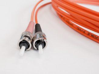 Jeder Adressat, der keinen Zugang zu einem mindestens 30 Mbit/s schnellen Breitbandanschluss hat, kann sich dort noch bis zum 30. April unter www.lkleer.de/erfassung-unterversorgter-breitbandanschlüsse eintragen.