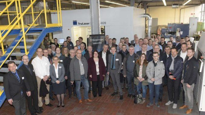 """Bildunterschrift: Tauschten sich zum Thema """"Additive Fertigung/3D-Druck"""" bei KME in Osnabrück aus: Die Teilnehmer des IHK-Technologietreiberforums."""