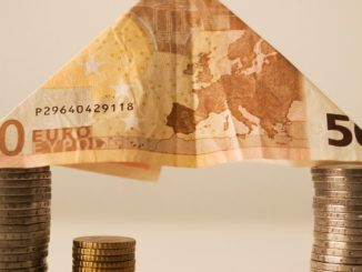 Die Überprüfung durch die ausländische Bank erfolgt ebenfalls schnell, sodass Sie schon kurze Zeit später eine Kreditzusage erhalten können. Die Kreditinstitute akzeptieren bei Selbständigen häufig die Stellung von Sicherheiten, wie zum Beispiel Lebensversicherungen, Immobilien oder Fahrzeugen als Alternative zum Nachweis eines geregelten Einkommens.