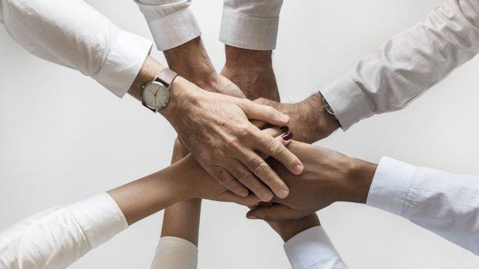 What's My Name hat keine komplizierten Regeln oder Potenziale für die Wettbewerbsfähigkeit. Es ist einfach ein Empathie-Builder - ein kritischer Bestandteil einer guten Unternehmenskultur, der es den Mitarbeitern ermöglicht, herauszufinden, wie es wäre, so behandelt zu werden, wie jemand, der sich von ihnen sehr unterscheidet.