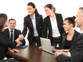 """""""Zwischen den verschiedenen Betriebstypen und Branchen gibt es beim Anteil der Frauen in Führung erhebliche Unterschiede"""", erklärt Goebel. So sei der Frauenanteil in den größeren, im Handelsregister (HR) eingetragenen Betrieben erneut angestiegen."""