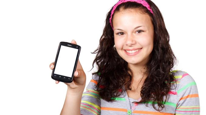 Im Unterricht sind Handys in den meisten Schulen verboten In jeder sechsten Schule gibt es ein generelles Verbot Lehrer setzen oft auf den Overhead-Projektor statt auf das Smartphone
