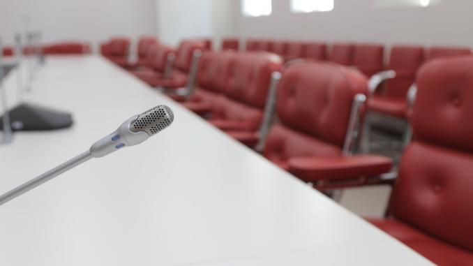 Wenn Sie Ihren Besprechungsraum professionell planen lassen, können Sie Fauxpas in der medientechnischen Ausstattung und Verkabelung ausschließen. Gerade bei größeren Projekten empfiehlt sich diese Lösung als optimale Entscheidung!