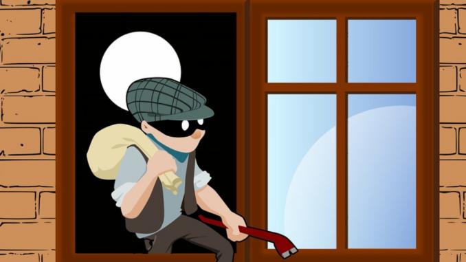 Während eines Einbruchs stehen Täter unter einem großen Zeitdruck. Wenn es ihnen nicht innerhalb kurzer Zeit gelingt, das Fenster aufzumachen, zu zerschlagen oder aufzuhebeln, geben sie oft auf.