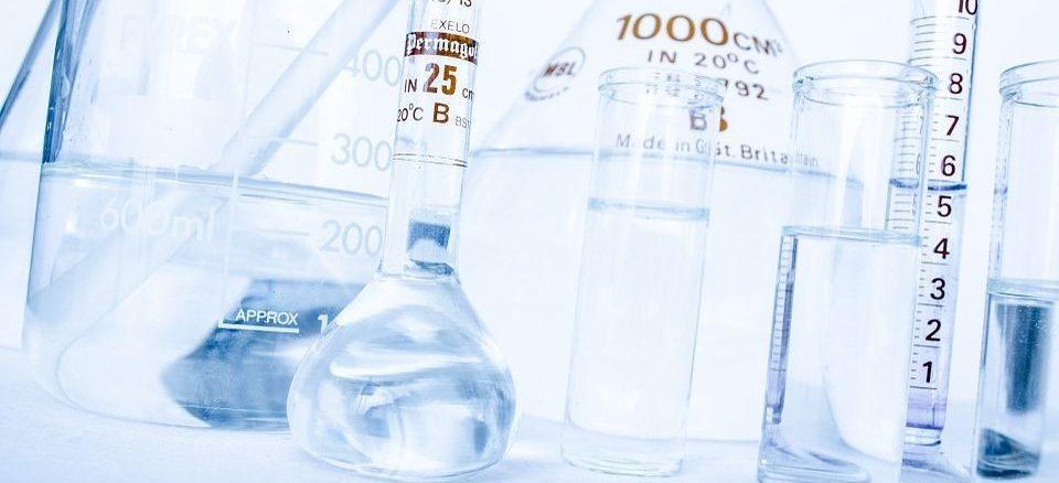 Voraussetzung zur Teilnahme an der Fortbildung Industriemeister Chemie (IHK) ist eine abgeschlossene, anerkannte Ausbildung in einem Beruf in der Chemiebranche. Alternativ müssen Sie eine Ausbildung in einem sonstigen anerkannten Ausbildungsberuf und mindestens zwölf Monate Berufserfahrung nachweisen.