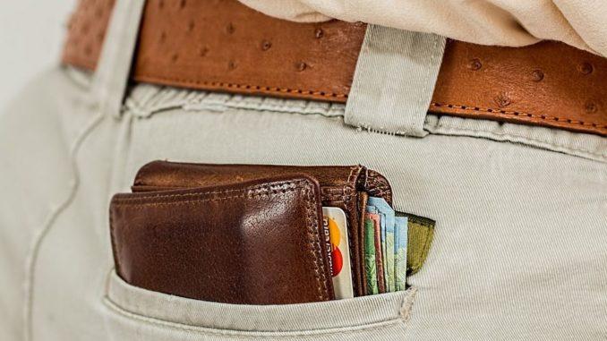 Im Idealfall schaffen die Kreditgeber es bei einem papierlosen Kredit, dass zwischen Beantragung und Anweisen der Kreditsumme weniger als 24 Stunden vergehen. Im Durchschnitt dauert es allerdings bei gewöhnlichen Sofortkrediten meistens zwischen drei und fünf Werktagen, bis Sie den Kreditbetrag verfügen können.