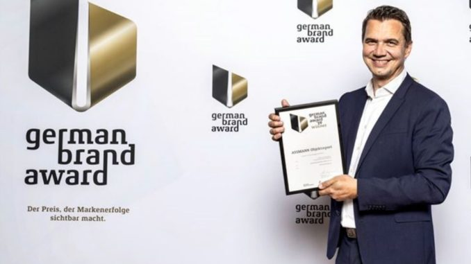 Den German Brand Award für ASSMANN nahm Marketingleiter Marc Schumann in Berlin entgegen.