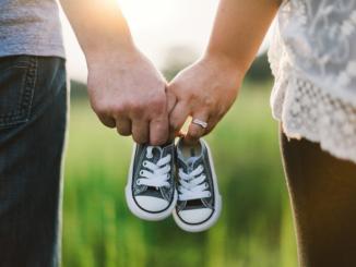 Finanzthemen finden zahlreiche Verbraucher hierzulande zwar sehr trocken, aber dennoch ist es wichtig, sich mit dem Thema Finanzen auseinanderzusetzen. Dies trifft vor allem für Familien mit Kindern zu, denn dann spielen Themen wie Vorsorge, Absicherung und der Haushaltsplan eine wichtige Rolle.