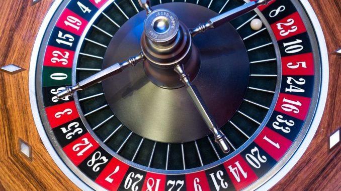 Das Internet und das Angebot der Sportwetten und Online Casinos liefert immer neue Umsatzrekorde und bei den klassischen niedergelassenen Spielbanken stagniert der Umsatz. Sie werden erkennen das Spielen im Internet unterhalten und sehr bequem ist. Dazu bleibt auch anzumerken, dass Ihre Online Casinos und auch die Sportwettenanbieter im Internet keinerlei Öffnungszeiten kennen.