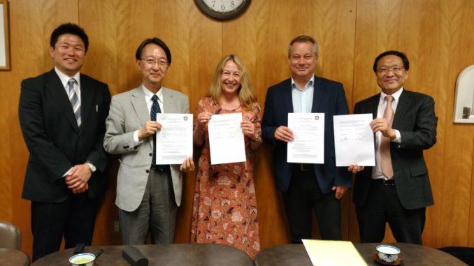 Nahmen am Festakt in Osaka teil (von links): Prof. Dr. Kemma Tsujino, Prof. Kobayashi, Prof. Dr. Gisela Schulze, Prof. Dr. Heinrich Ricking, Prof. Dr. Haruo Soeda. Foto: Osaka City University