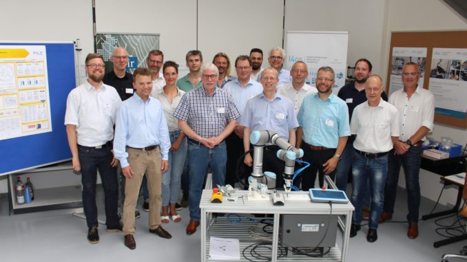 Wo Mensch und Roboter zusammenarbeiten – das IHK-Netzwerk Industrie 4.0 zu Gast im Labor für Handhabungstechnik und Robotik der Hochschule Osnabrück.