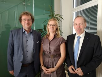 (von links): Dr. Achim Kampf, Germany Trade & Invest, Adeline Wittek, Hauptzollamt Osnabrück, und IHK-Netzwerkbetreuer Hartmut Bein