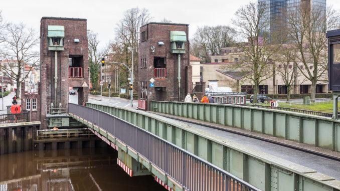 JoachimKohlerBremen, Cäcilienbrücke und Staatsarchiv 20141230, CC BY-SA 4.0