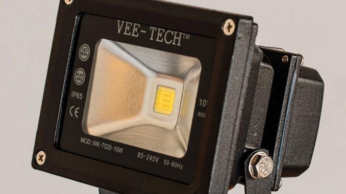 Seit dem 01. September 2018 sind somit nicht nur Hersteller, sondern auch Sie als Nutzer betroffen. Ausgenommen sind Leuchtmittel, die ungebündeltes Licht abgeben und einen Effizienzwert von B und höher aufweisen. In Lager- und Produktionshallen, in Büros und öffentlichen Gebäuden betrifft diese Regelung einen Großteil der früher eingesetzten Leuchtmittel.