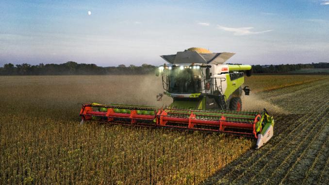 Die Erntemaschinen von CLAAS sind bereits heute voll leistungsfähig und setzen beispielsweise auf GPS, das satellitengesteuert und somit unabhängig von der Internetverbindung ist: eine nachhaltige Investition in die Zukunft, die Landwirten schon jetzt einen wirtschaftlichen Vorteil verschafft.