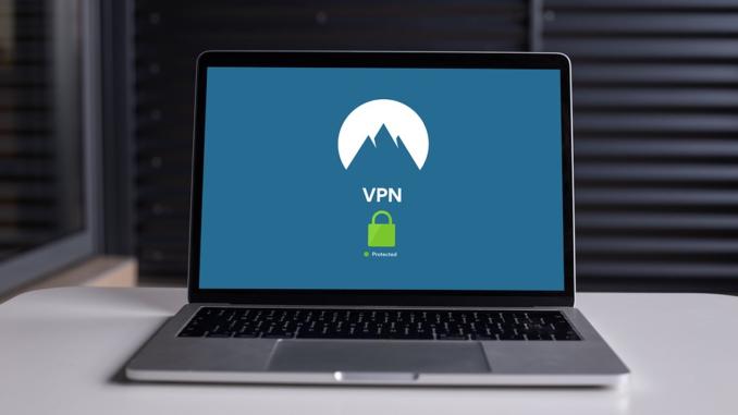 Ein Virtual Private Network verhält sich für den Außendienstmitarbeiter und den Arbeitnehmer im Home Office so, als gäbe es eine direkt Verbindung mittels LAN-Kabel in die Firma.