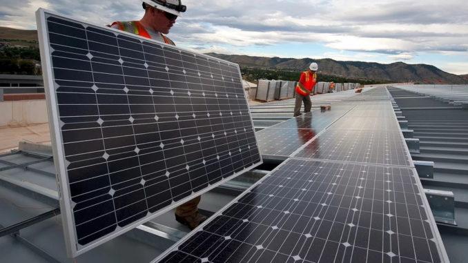 """Lies: """"Photovoltaikausbau wird an die Wand gefahren"""""""