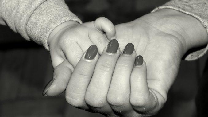 Kindernotbetreuung: Ein Elternteil in besonders benötigter Berufsgruppe reicht jetzt aus