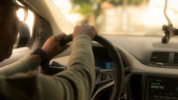 """Uber: Fahrdienstleister und """"Taxi Schreck"""""""