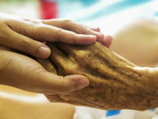 Was hilft gegen den Fachkräftemangel in der Pflege?
