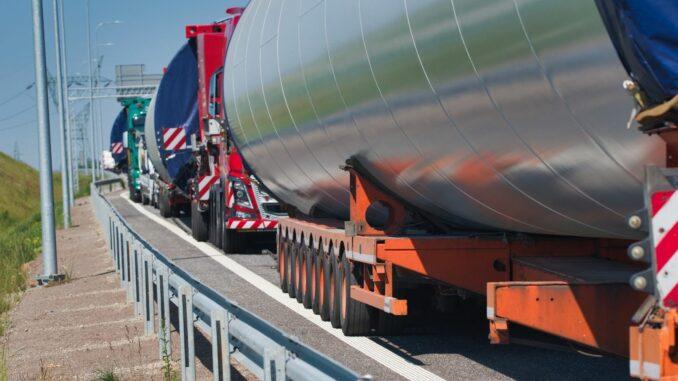 Großraum- und Schwertransporte: Erleichterungen durch Nachbesserung der Straßenverkehrsordnung