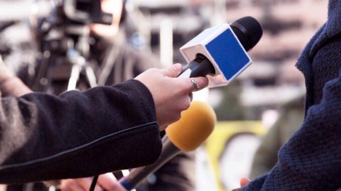 """HKs stiften zum 50. Mal Preise für Wirtschaftsjournalismus - Bewerbungsfrist für """"Ernst-Schneider-Preise"""" endet am 13. Februar"""