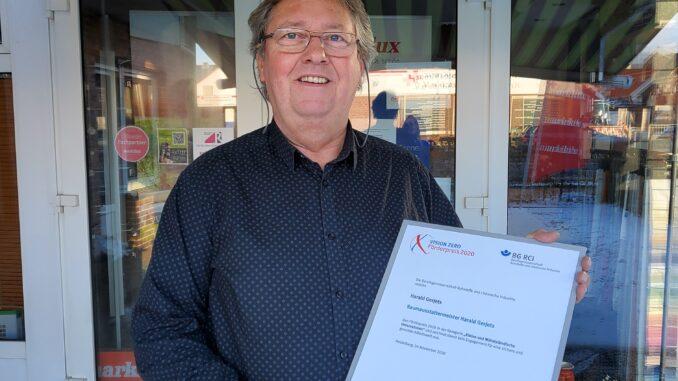 Raumausstattermeister Harald Gerjets aus Aurich gewinnt Förderpreis der Berufsgenossenschaft.