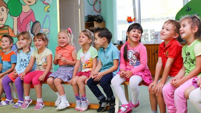 Frühkindliche Bildung im Kindergarten zur Vorbereitung auf die Schule