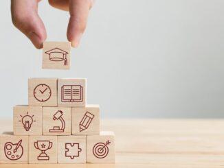 Unternehmen planen Ausbildungsplätze auf Vorjahresniveau, sehen aber weiteren Handlungsbedarf bei digitalen Berufsschulangeboten