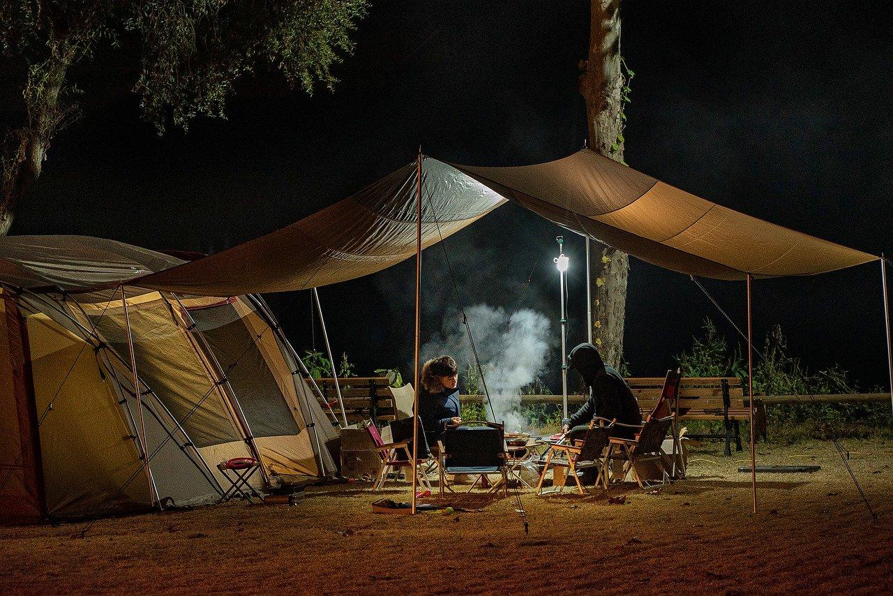 Corona und Zelten