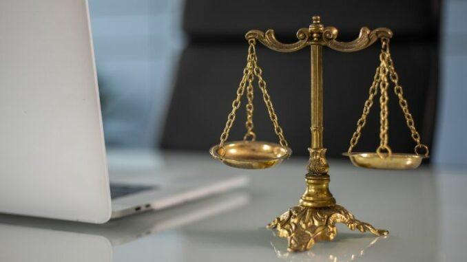 """Podcast """"Recht und Steuern"""": IHK stellt Online-Tool zur außergerichtlichen Streitbeilegung vor"""