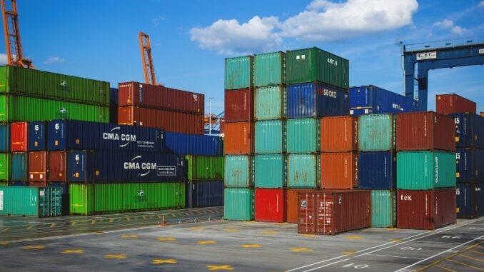 Schnellerer Containerumschlag: Forschungsprojekt optimiert Einsatz von Portalhubwagen