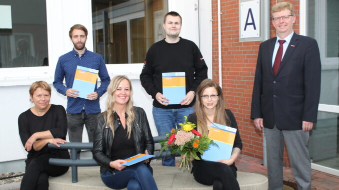 Vier Führungskräfte im Berufsbildungszentrum in Aurich ausgebildet.